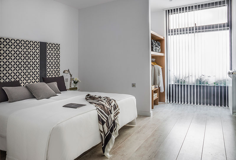 Eric-Vökel-Boutique-Apartments-Atocha-Accesible-dormitorio-bn-general