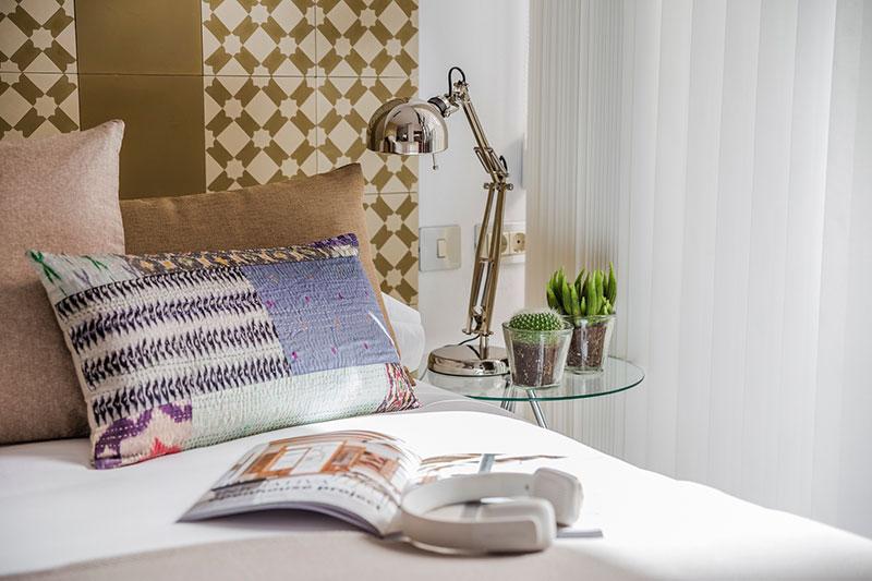 Eric-Vökel-Boutique-Apartments-Atocha-Accesible-dormitorio-cabecero