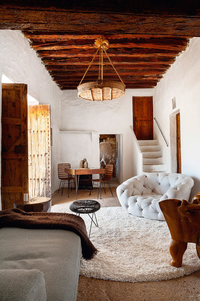 House Interior Design: The New York Experience In A Historical Ibizan House