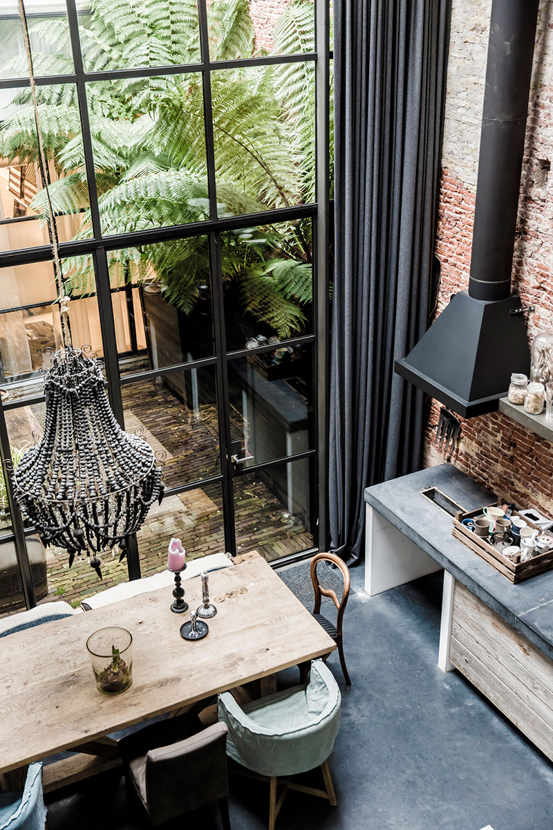 living around an interior patio industrial style in amsterdam eric v kel. Black Bedroom Furniture Sets. Home Design Ideas