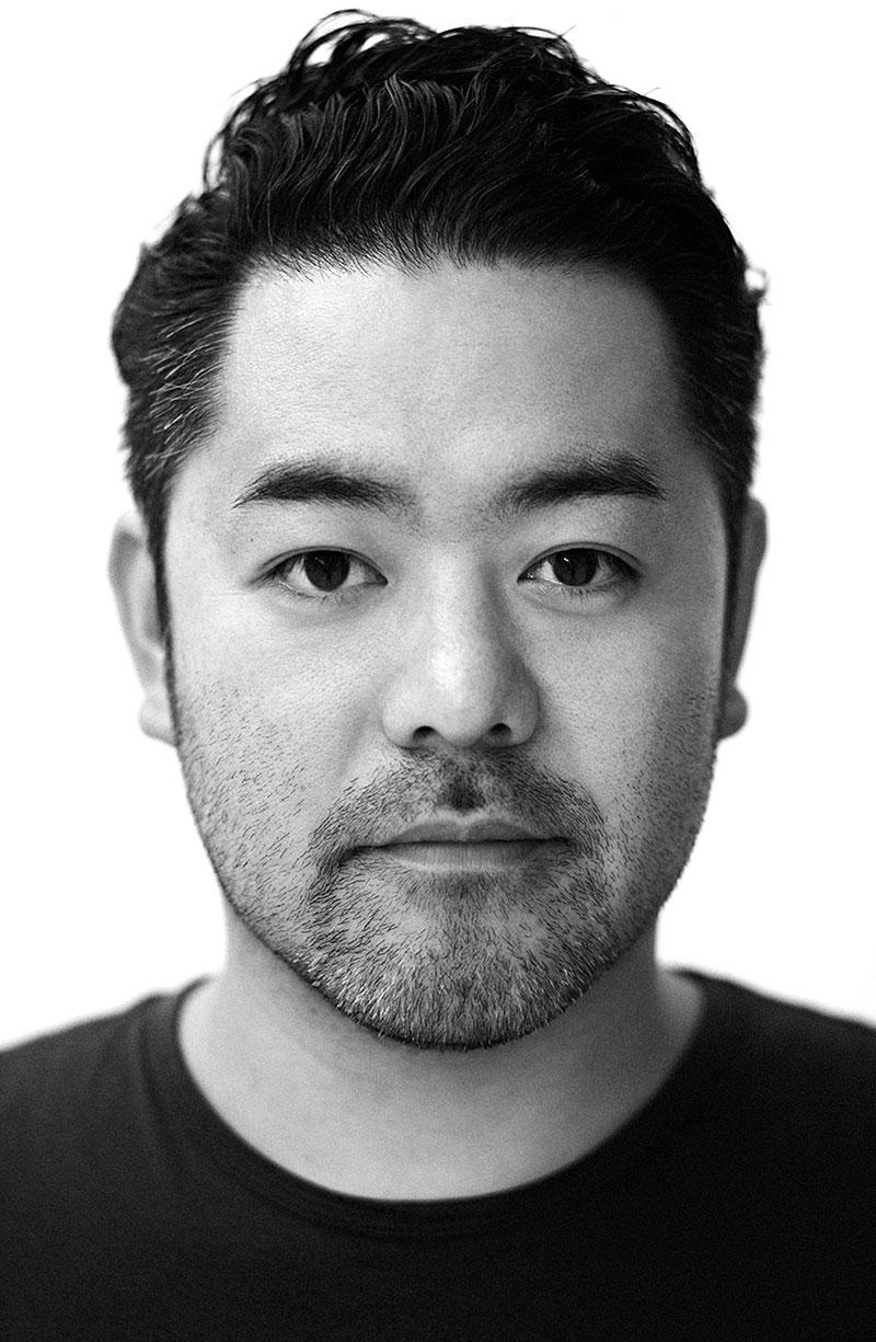 Kensaku-Oshiro-table-portrait