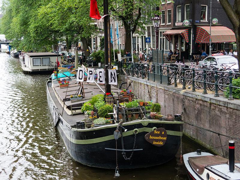 Houseboat-museum-Amsterdam-