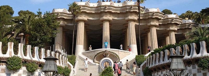 Parl-Guell-vista-escalinata